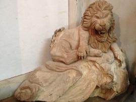 Teak Sculpture Leeuw