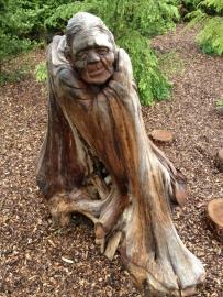 Teak Sculpture Oude Dame