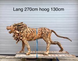 Sprokkelhout teak leeuw