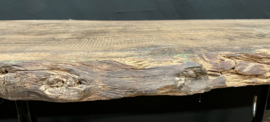 Oude eiken plank als schaaldeel