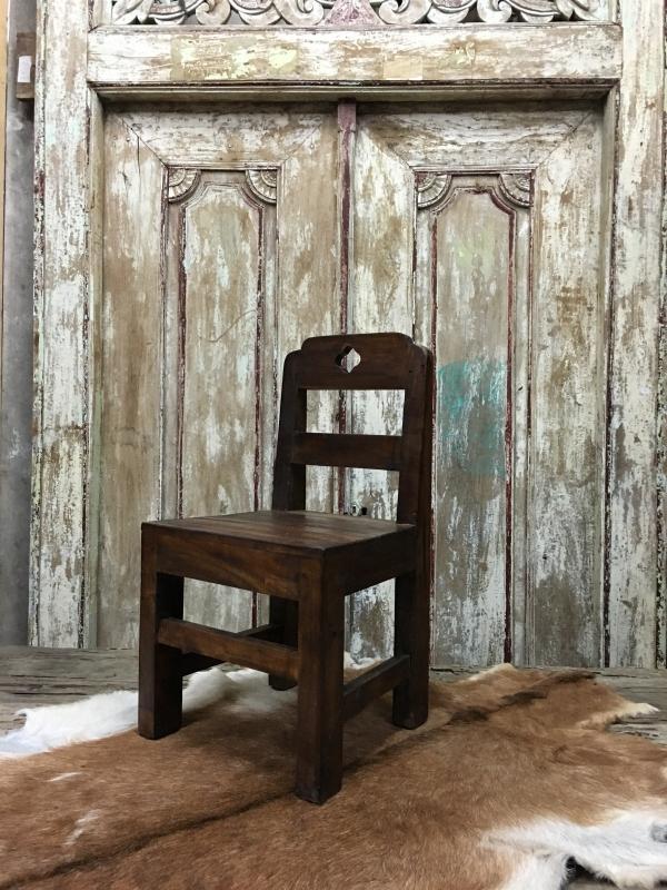 Kinderstoel 56 cm hoog / 29 cm zit / 29 zitvlak