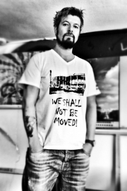"Men's T-shirt ""We shall not be moved!"""