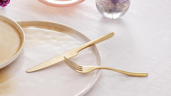 L'Ame de Christofle Gold op tafel
