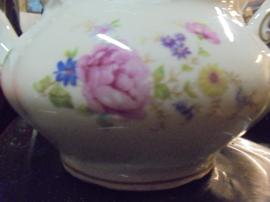 6 persoons Theeservies MOSA met licht roze roos, bloemboeket en eikeltje op het deksel  (ZELDZAAM!!)