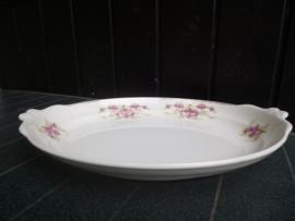 Broodschaal P. Regout met dubbele roze roosjes kruloortjes-greepjes