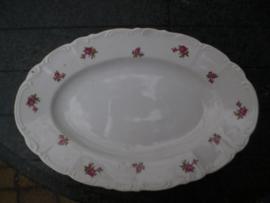 Ovale Vleeschaal M S Czechoslovakia met roze roosjes en sierlijk randje