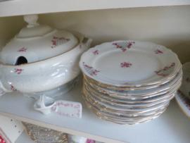 Groot Dinerservies met roze roosjes / bloemetjes en grijs rasterwerkje