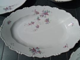 Grote ovale schaal met lieve bloemetjes/roze roosjes