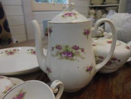 Koffiepot P. Regout met dubbele roze roosjes