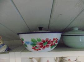 Emaille Deksel schaaltje met roze rode bloemen en blauw werkje