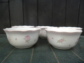 Pap- / Vla schaaltjes Cambridge (Blokker) met roze roosjes