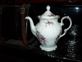 Koffiepot Wawel met tak met roze roos en paars/geel viooltje