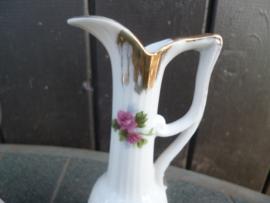 Schattig Olie of Azijnkannetje met roze roosjes