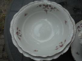 Grote Diepe ronde kom / saladeschaal H & C met roze roosjes guirlandertjes