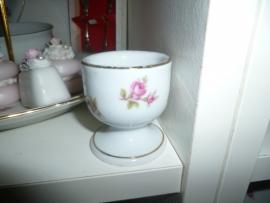 Eierdop met roze/rode roosjes Bareuther/Kroontje gemerkt