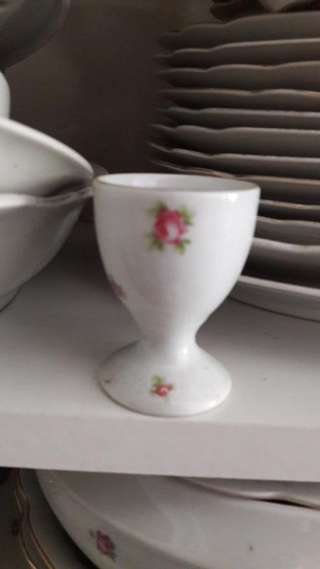 Eierdopje Czechoslovakia Elly met roze roosjes