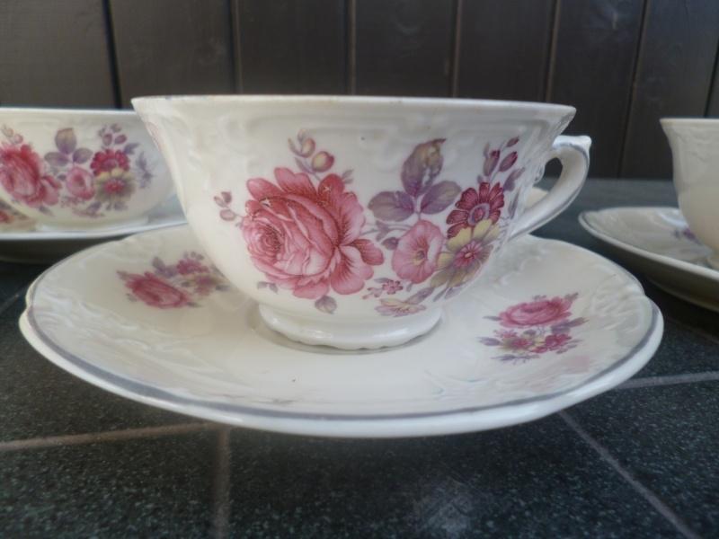 Kop en schotel MOSA met roze bloemboeket / grijze rand