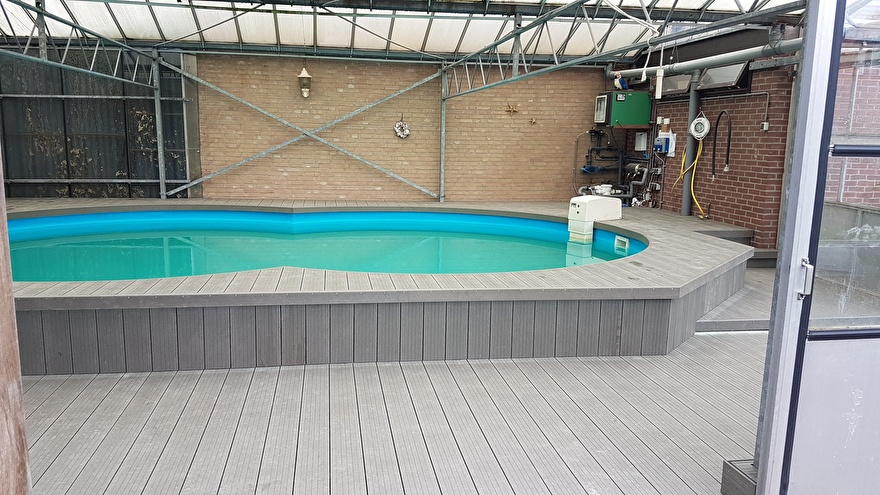 Vlonder Linea taupe rondom zwembad