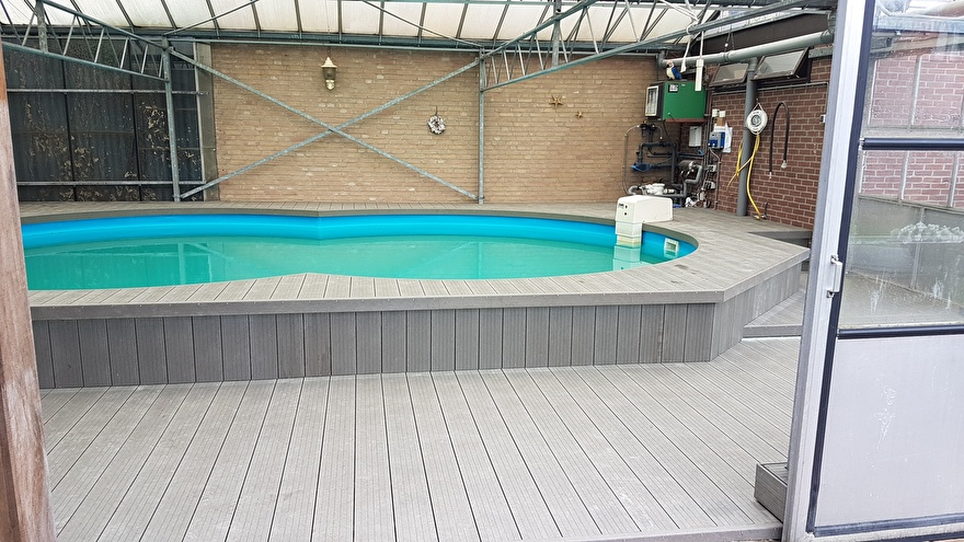 Binnenzwembad met GovaDeck vlonder