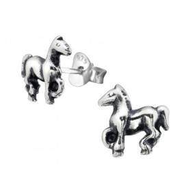 Zilveren paardje oorsteker
