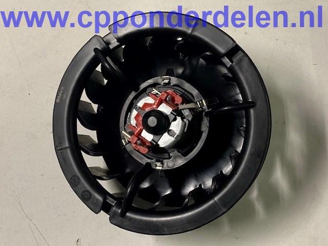 911397 Ventilator motor met fan