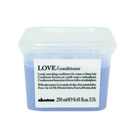 Love smoothing gift box inhoud shampoo en conditioner 250 ml  met gratis OI all-in one milk 135ml