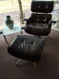 Vintage design retro lounge chair plus hocker/footstool