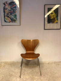 Arne Jacobsen butterfly chair 3107 by Fritz Hansen