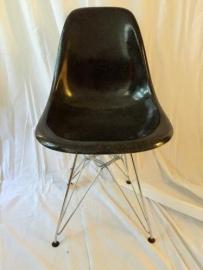 Retro design Herman Miller fiberglass Eames stoeltjes
