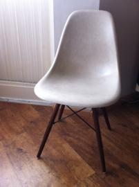 Grijs Eames Herman Miller kuipje jaren 60/Herman Miller Eames chair 60`s