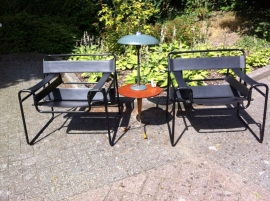 Twee Wassily Marcel Breuer chairs black