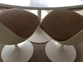 Vintage design Saarinen tulip chairs Knoll International