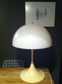 Vintage design Verner Panton Panthella table lamp Louis Poulsen