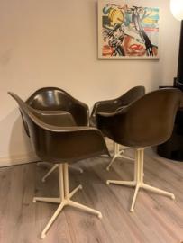 Design vintage Eames fiberglas dax chairs by Herman Miller Fehlbaum 1971