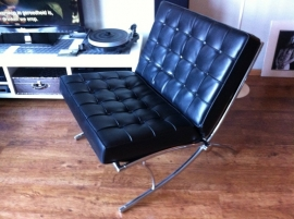 Barcelona replica lounge chair no Knoll