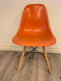 Vintage jaren 60 Eames fiberglass stoelen / Vintage 60`s fiberglass Eames chairs