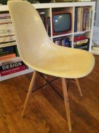 Herman Miller Eames fiberglass stoel/Herman Miller Eames fiberglass chair x