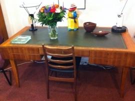 Prachtige groot bureau jaren 50/60 art-deco / Art-deco desk 1950/60