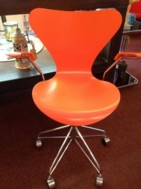 Fritz Hansen Arne Jacobsen butterfly desk chair