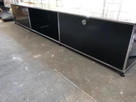 Prachtige industriele USM haller audio meubel