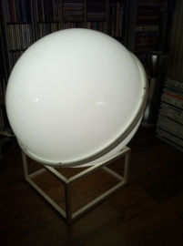 Grote Globe jaren 60 vloerlamp /  Large Globe floorlamp 60`s