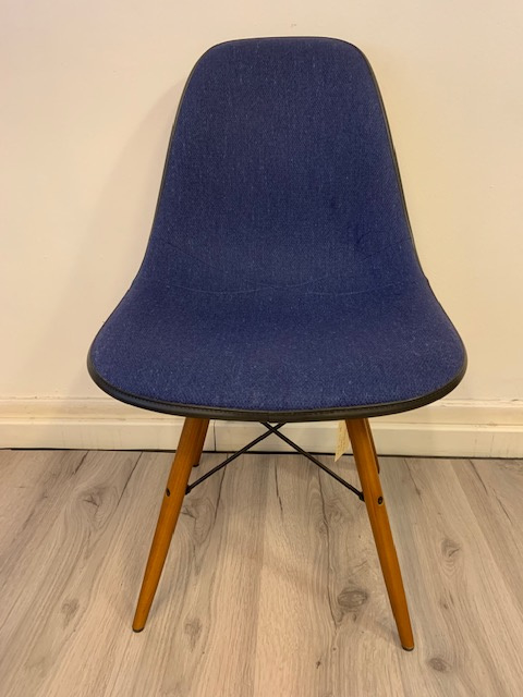 Originele Herman Miller Eames DSW chairs dowel base