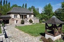 Natuurstenen plattelandswoning met orangerie en zwembad | € 365.000