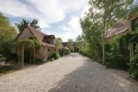Frankrijk | Indre | B&B woonboerderij met bijgebouwen | € 495.000, --