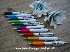 Traktatie pennen gekleurd met naam