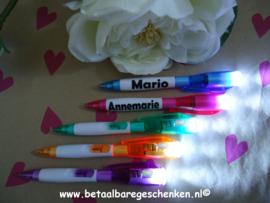 Traktatie pen met ledlampje met naam