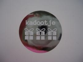 """Zilveren sticker """"Kadootje"""""""