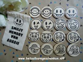 Houten smiley memoryspel