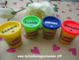 Traktatie Play-Doh potjes met naam