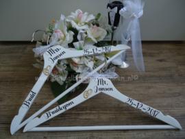 Set kledinghangers bruidspaar